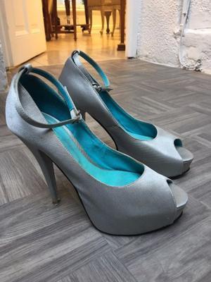 Zapatos De Taco En Seda Plateada Talle 39! Impecables!