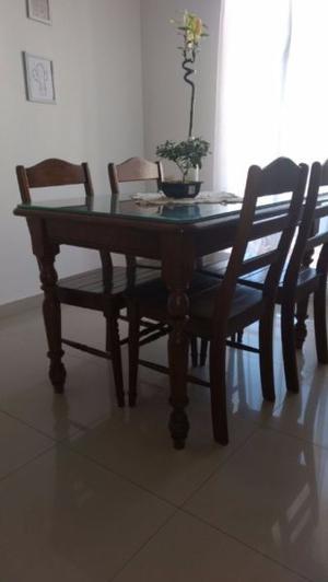 mesa y juego de 4 sillas muy buen estado