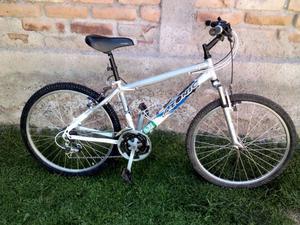 Vendo Bicicleta Mountain Bike usada en muy buen estado.