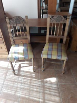 Vendo dos sillas talladas.
