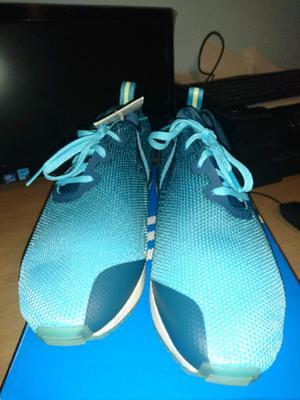 Vendo líquido Zapatillas Adidas N 42 nuevas originales