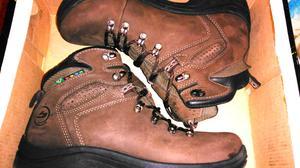 Vendo zapatillas trekking nuevas sin uso!!**ACEPTO VISA**