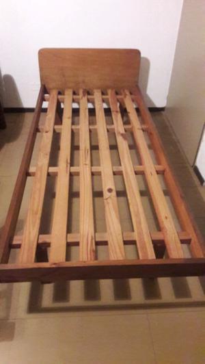 Cama de 1 plaza de madera