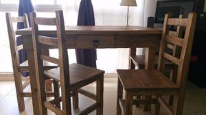 Mesa y 4 sillas de madera