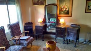 Antiguo vestidor y mesas de luz estilo chippendale
