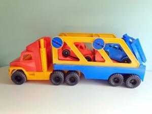 Camión Duravit Con Acoplado Y Dos Autos