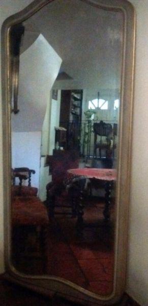 Espejo antiguo de categoría.