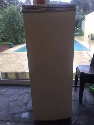 Freezer vertical funcionando 5 cajones detalles de uso.