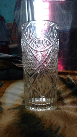 Jarron antiguo de cristal tallado