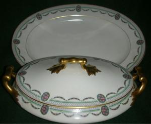 Antigua Guisera y Bandeja Porcelana Limoges France. Fees