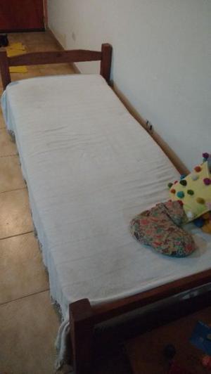 Cama y colchón de una plaza