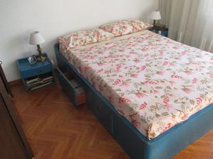 cama dos plazas,con cjones y dos mesitas de luz