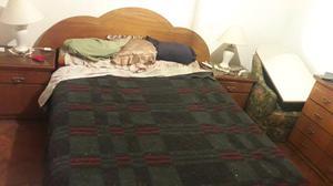 Cama dos plazas con colchón y mesas de luz
