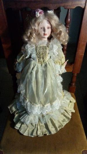 Hermosa muñeca antigua