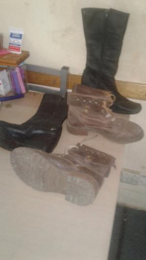 Vendo dos pares de botas o bolsegis de mujer
