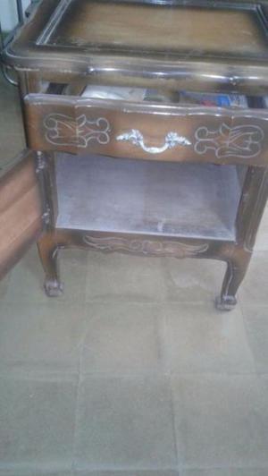 mesa de luz vintage en madera