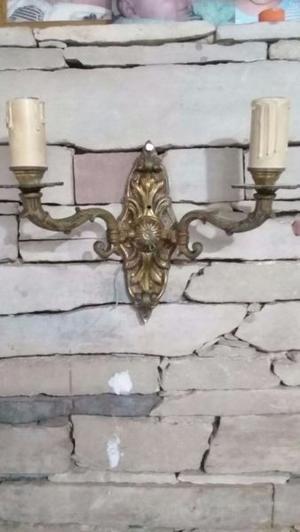 2 Candelabros de bronce estilo antigüo