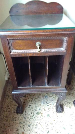Antiguas mesas de luz chippendale en madera de Roble macizo
