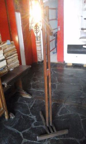 lámpara de pie de madera y estrella