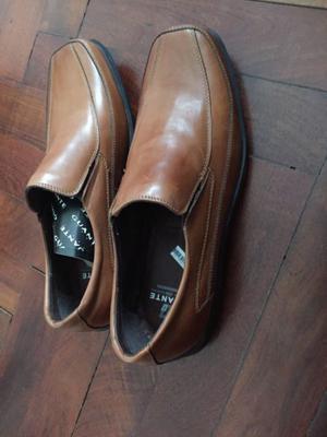 Zapatos de cuero NUEVOS marca Guante