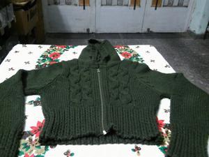 Campera con capucha de lana