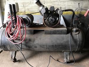 Compresor de aire 5 hp trifasico.