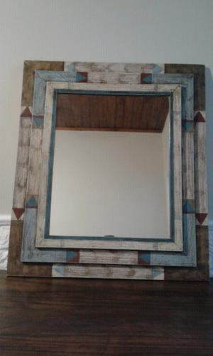 Espejo con marco de madera maciza