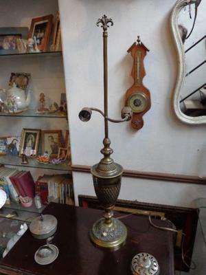 Importante lámpara de mesa antigua, bronce. Antigua Saudade