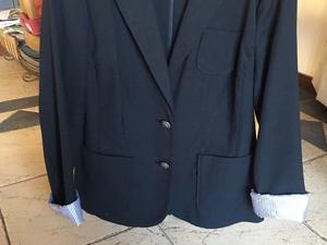 Vendo blazer marca GAP, de gabardina, talle 6, color negro!