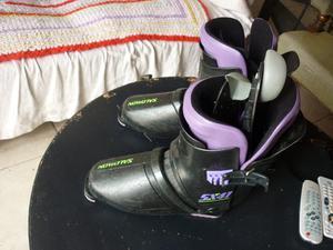 botas de ski francesas salomon sx con accesorios.