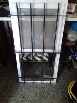 ventana guillotina con reja y mosquitero nueva
