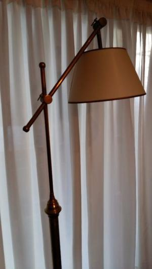 LAMPARA DE PIE DE BRONCE.