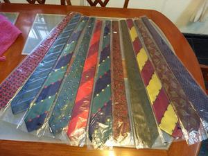 Vendo 42 corbatas nuevas excelente calidad. Se venden todas