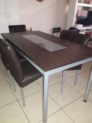 Vendo hermoso e impecable juego de mesa y sillas