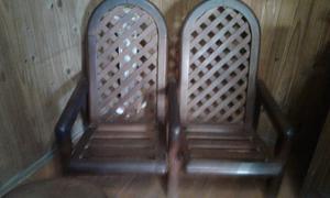 Sillones y mesa ratona de madera maciza estilo morisco.