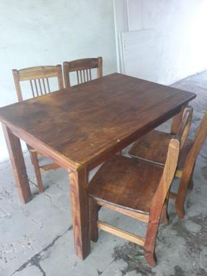 Vendo impecable juego de mesa con 4 sillas