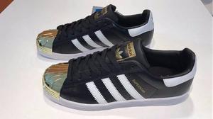 Zapatillas adidas Superstar Negras Punta Dorada Metal Too