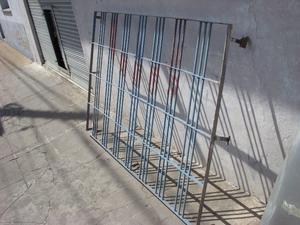 reja de hierro para ventana o puerta, usada, lista para