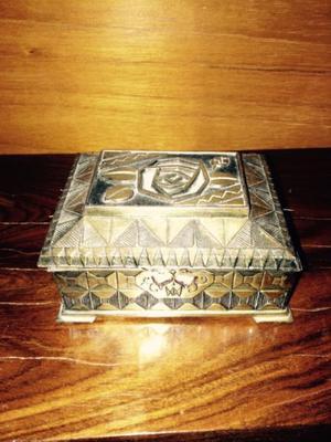 Alhajero Antiguo Cofre de Metal Dorado