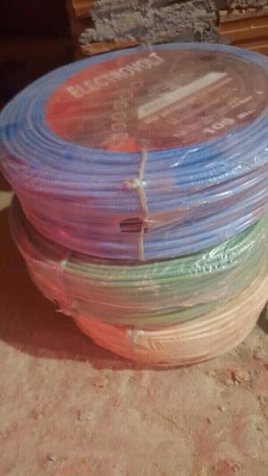 Cables para instalación de luz para casa.