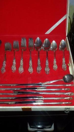 Vendo juedo de cubiertos de plata antiguos 59 piezas