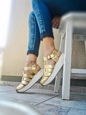 Zapatillas caladas de mujer n°36 doradas.