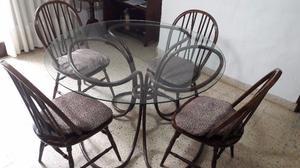 Mesa redonda c vidrio cristal, con sillas