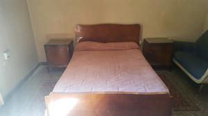cama y mesa de luz y comoda