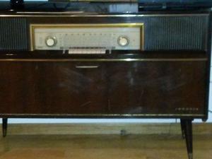 Combinado Grunding - Tocadiscos y radio + Discos varios de