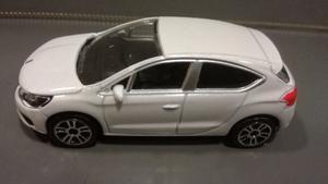 Oferta ! Toyota Corolla Blanco Majorette 1/64 Originales !