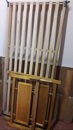 cama de una plaza de madera