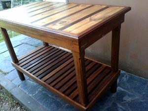 Mesa de arrime de cedro y pino