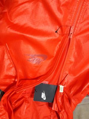 Campera Nike Windrunner de mujer Talle M