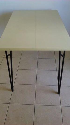 Mesa de madera laminada beige rectangular